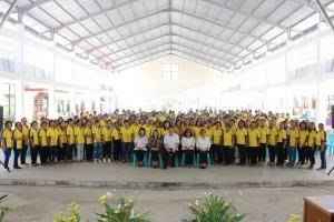 Wali Kota Tomohon Jimmy F Eman SE Ak  Ketua DPRD Ir Miky JL Wenur bersama kader KB se-Kota Tomohon