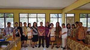 Senator SBAN Liow bersama guru dan alumnis SMPN 2 Amurang