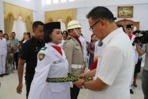 Wali Kota Tomohon mengukuhkan Paskibraka Tomohon 2018