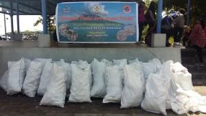 Sampah yang diangkat dari Teluk Manado
