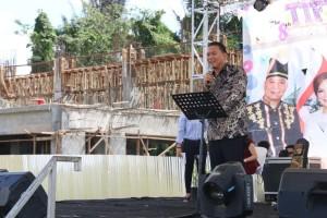 Wali Kota Tomohon Jimmy F Eman SE Ak membawakan sambutan dalam penutupan