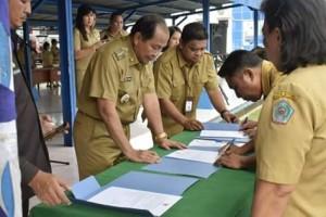 Pejabat Fungsional, Walikota Bitung ,Maximiliaan J Lomban SE MSi,