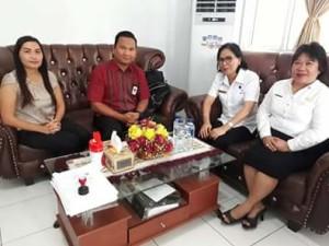 Lansia Minahasa Tenggara, Bantuan Sarana Kamar , Kemensos RI, Dra Fenggy Wurangian