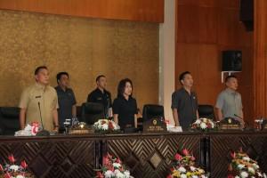 Rapat Paripurna Pemandangan Umum Fraksi terhadap RAPBD Tomoon 2018 dipimpin Ketua DPRD Ir MIky JL Wenur MAP
