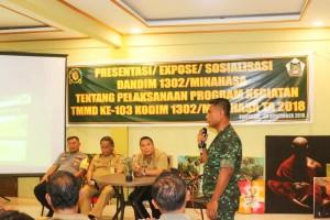 Dandim 1302/Minahasa Letkol Inf Jubert Purnama STh mempresentasikan pelaksanaan TMMD ke-103
