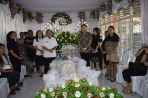 Walikota Max Lomban,  Almarhum Robert Lahindo
