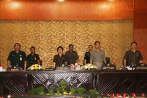 Ketua DPRD Tompohon Ir Miky JL Wenur memimpin Rapat Paripurna Pengajuan  RAPBD 2018