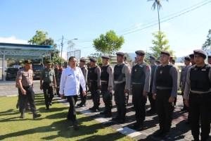 Wali Kota Tomohon  memeriksa pasukan