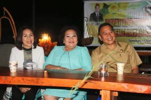 Wali Kota Jimmy F Eman SE Ak, Ketua DPRD Ir Miky JL Wenur MAP dan mantan Ketua PN Tondano Julien Mamahit SH MH