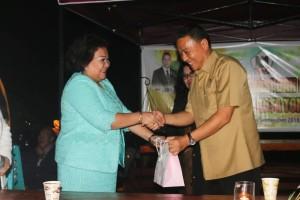 Wali Kota Tomohon Jimmy F Eman SE Ak dan mantan Ketua PN Tondano Julien Mamahit SH MH