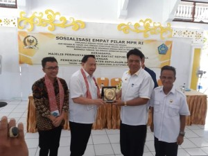 Ir Stefanus BAN Liow MAP , EE Mangindaan dan  Buoati serta Wakil Bupati Sangihe