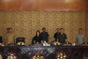 Wali Kota Tomohon saat menghadiri Rapat Paripurna