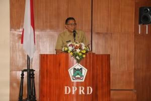Wali Kota Tomohon Jimmy F Eman SE Ak menanggapi pemandangan umum fraksi-fraksi terhadap Ranperda APBD 2019
