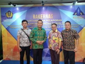 Wali Kota Tomohon didampingi Kepala BKD dan Kabag Humas dan Protokol  di Rakekrnas