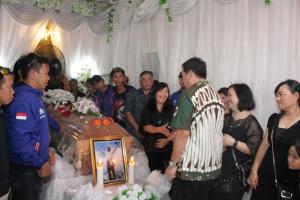 Hadiri Ibadah Pemakaman Franky Kowaas, Wagub Kandouw: Franky, Petra dan Gleen Adalah Pahlawan Milenial Sulut