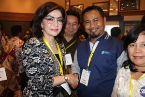 Penghargaan IGI, Christiany Eugenia Paruntu , Ikatan Guru Indonesia