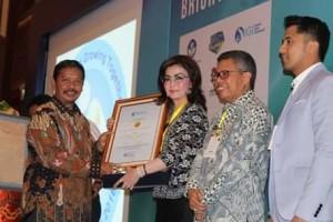 Bupati Minsel Terima Penghargaan IGI3