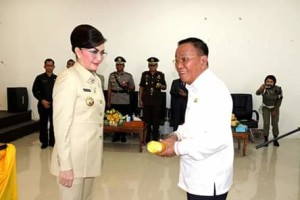 Dilantik Bupati Minsel, Denny Kaawoan Resmi Jabat Sekertaris Daerah3
