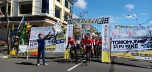 Mewakili Wali Kota, Kadispora Tomohon melepas peserta Fun  Bike