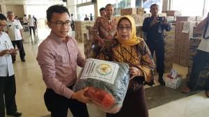 Senator SBANL menyerahkan bantuan untuk korban bencana di Sulteng