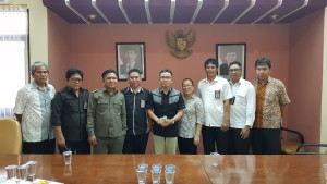 Senator SBANL foto bersama staf DPD-RI Perwakilan Sulut