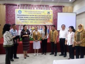 Pengarahan dari Kadis Pendidikan dan Kebudayaan Kota Tomohon Dr Juliana Dolvin Karwur MKes MSi