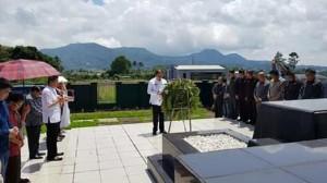 ROR-RD Ziarah ke Makam Mantan Bupati dan Wakil Bupati Minahasa