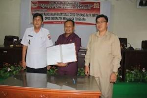 Drs Jesaja J.O Legi,DPRD minahasa tenggara, tatib DPRD minahasa tenggara,  Tonny Hendrik Lasut AM.Tm,