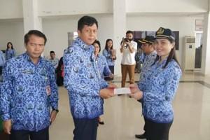 Wabup Yoke Legi Lantik dan Serahkan SK 38 ASN Pemkab Mitra
