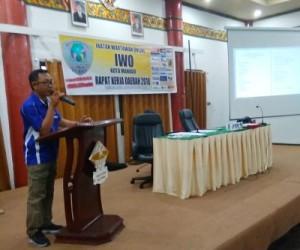 Ketua IWO Kota Manado Agrianto Reppi saat membawakan sambutan