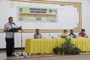 Wali Kota Tomohon Jimmy F Eman SE membuka Bimtek