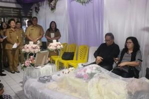 Sekretaris Kota Ir Harold V Lolowang MSc MTh Tomohon bersama istri Ny Wilhelmina Lolowang-Mintje  MPd