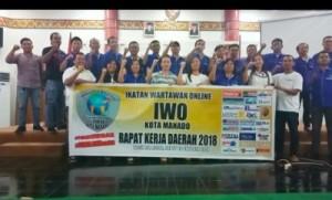 Deklarasi IWO Kota Manado Anti Hoaks bersama Kabag Humas Steven Runtuwene