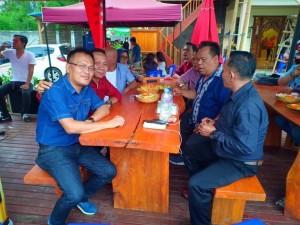 Ketua PWI Suolut, wartawan Medan dan Wartawan Tomohon membaur dalam kebersamaan