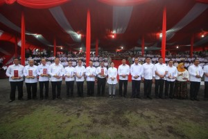 Wali Kota Tomohon, para menteri dan penerima Penghargaan Revolusi Mentak