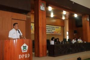 Wali Kota Tomohon memberikan sambutan pada Sosialisasi Perda 7/17