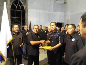 Penyerahan SK kepada Ketua P/KB  GMIm Rayon Tomohon