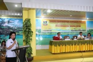 Asisten Administrasi Umum membawakan sambutan wali kota