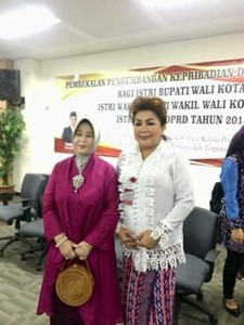 Ketua TP PKK Minahasa,  Dra Fenny Roring Ch. M. Lumanauw,