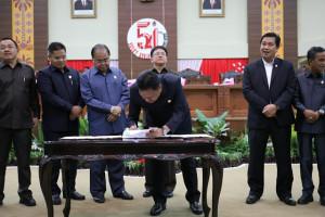 Olly dan Pimpinan DPRD Sulut Tandatangani Perubahan Nomenklatur SKPD dan KUA PPAS APBD Sulut 2019