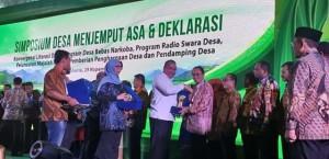 Bupati ROR Terima Penghargaan Desa Terbaik Tahun 2018 Untuk Desa Kanonang Dua
