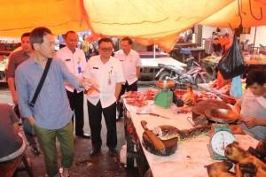 Wali Kota Minamiboso Mr Ishii Yutaka  mengunjungi Pasar Beriman didampingi Kepala Bapelitbanda  Ir Ervinz DH Liuw dan pejabat lainnya