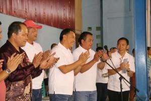 Wali Kota Tomohon dan Ketua PBSI Sulawesi Utara saat membuka kegiatan