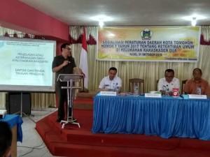 Wakil Ketua DPRD Tomohon Caroll JA Senduk mensosialisasikan Perda Nomjor 7/17 tentang Ketertiban Umum