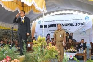 Wali Kota Tomohon Inspektur Upacara pada Peringatan Hari Guru Nasional 2018