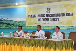 Sekretaris Kota Ir Harold V Lolowang MSc MTh membuka kegiatan