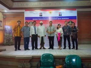 Wali Kota, kepala BPBD dan lainnya usai presentasi di Diklat PIM II