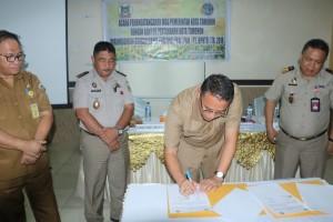 Wali Kota Tomohon Jimmy F Eman Se Ak menandatangani Nota Kesepahaman