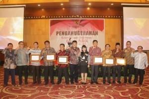 Diterima Wabup Legi, Pemkab Mitra Terima Penghargaan Keterbukaan Informasi Badan Publik1