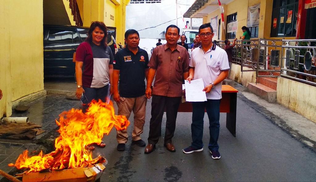 Dukcapil Kota Manado, KTP Elektronik, Julises Oehlers,
